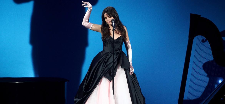Camila Cabello em performance no American Music Awards, em Los Angeles - Frederick M. Brown/Getty Images