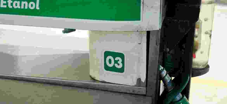 Etanol usado para abastecer veículos tem na formulação produtos potencialmente tóxicos, o que impede o seu uso seguro como desinfetante - ICARO LIMAVERDE/ESTADÃO CONTEÚDO/AE