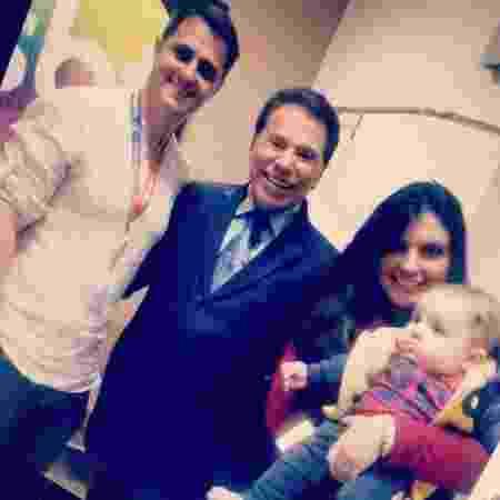 Gabriella Diniz com o marido, André L'abate, o filho, Lucca, e Silvio Santos - Reprodução/Instagram