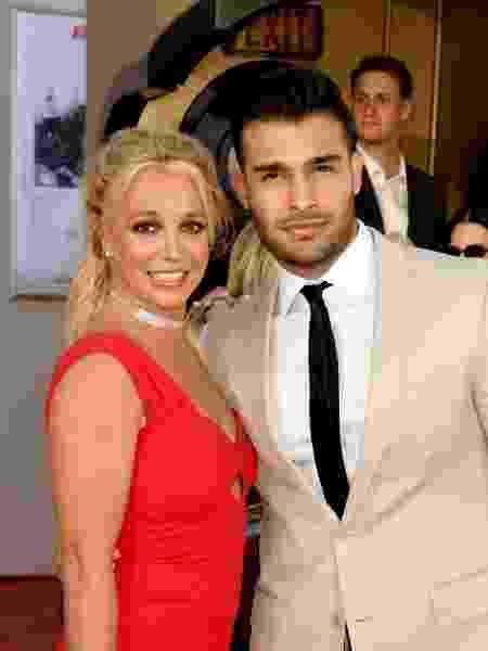 Britney Spears com seu companheiro, Sam - Getty Images