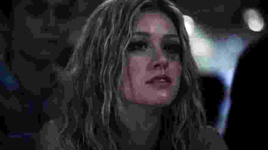 Katherine McNamara em Arrow - Reprodução