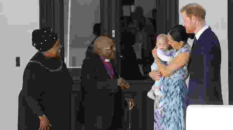 Ex-arcebispo Desmond Tutu recebeu a família real na Fundação Tutu, na Cidade do Cabo - HENK KRUGER / AFP