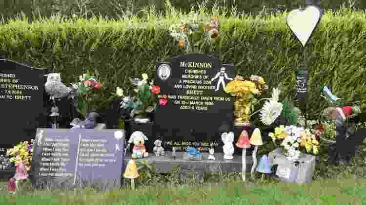 Memorial criado em Dunblane em homenagem às 17 vítimas do massacre ocorrido em 1996 - Getty Images - Getty Images