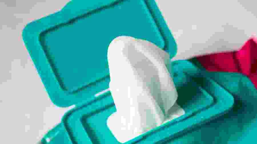 O uso de lenços umedecidos deve ser feito apenas quando necessário; produto não substitui a limpeza com água e sabonete - iStock