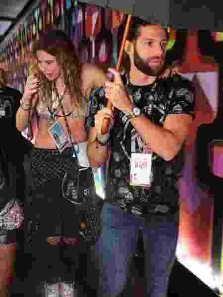 Luciana Gimenez e Eduardo Buffara curtiram o Carnaval juntos, no camarote CarnaUOL N1 da Sapucaí - Ricardo Leal/Brazil News