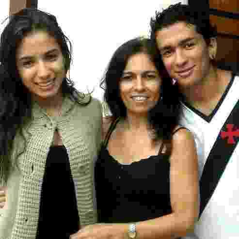 Anitta com a mãe, Miriam Macedo, e o irmão, Renan Macedo - Reprodução