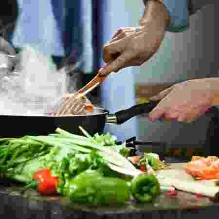 Cozinhar legumes e verduras - iStock - iStock