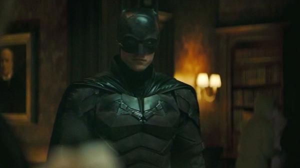 """Robert Pattinson veste o uniforme do Homem-Morcego no primeiro trailer de """"The Batman"""""""