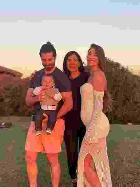 Alok posa ao lado da família em publicação no Instagram - Reprodução/Instagram @hildanovais
