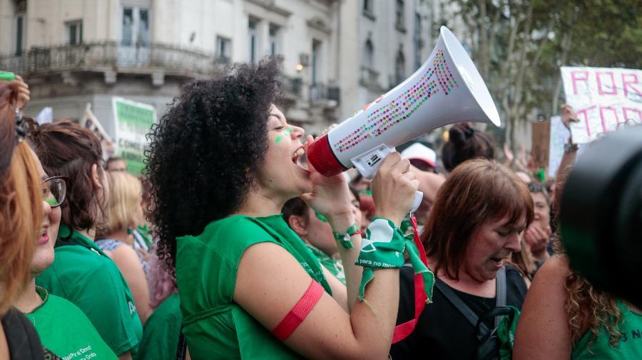 Mulheres pedem legalização do aborto durante marcha em Buenos Aires - Monk Fotografia