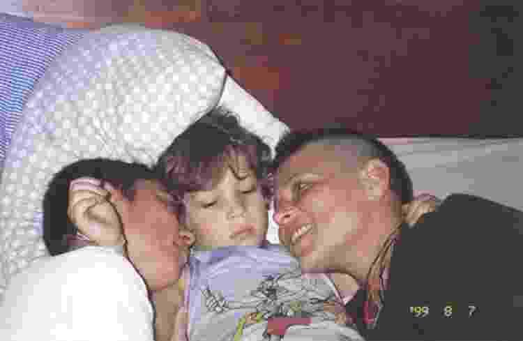 A cantora Cássia Eller (D) com o filho, Francisco Eller (Chicão), e a companheira Maria Eugênia Vieira Martins - Arquivo pessoal - Arquivo pessoal
