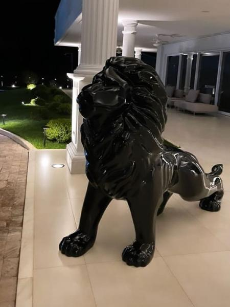 Gusttavo Lima mostra escultura gigante avaliada em R$ 44 mil na mansão