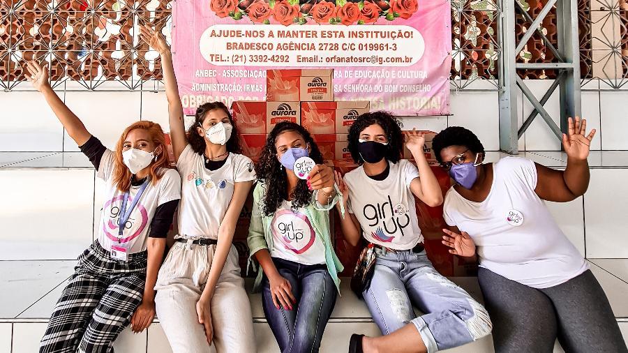 Na zona norte do Rio, grupo Girl Up Elza Soares realiza doações de absorvente em cestas básicas - Amanda Menezes/Divulgação
