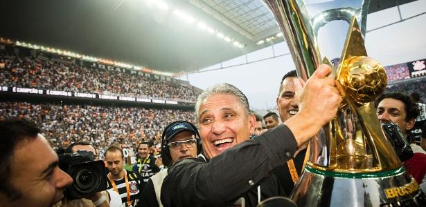 Corintianos comemoram título de 2015 com 81 pontos após a disputa de 38 rodadas