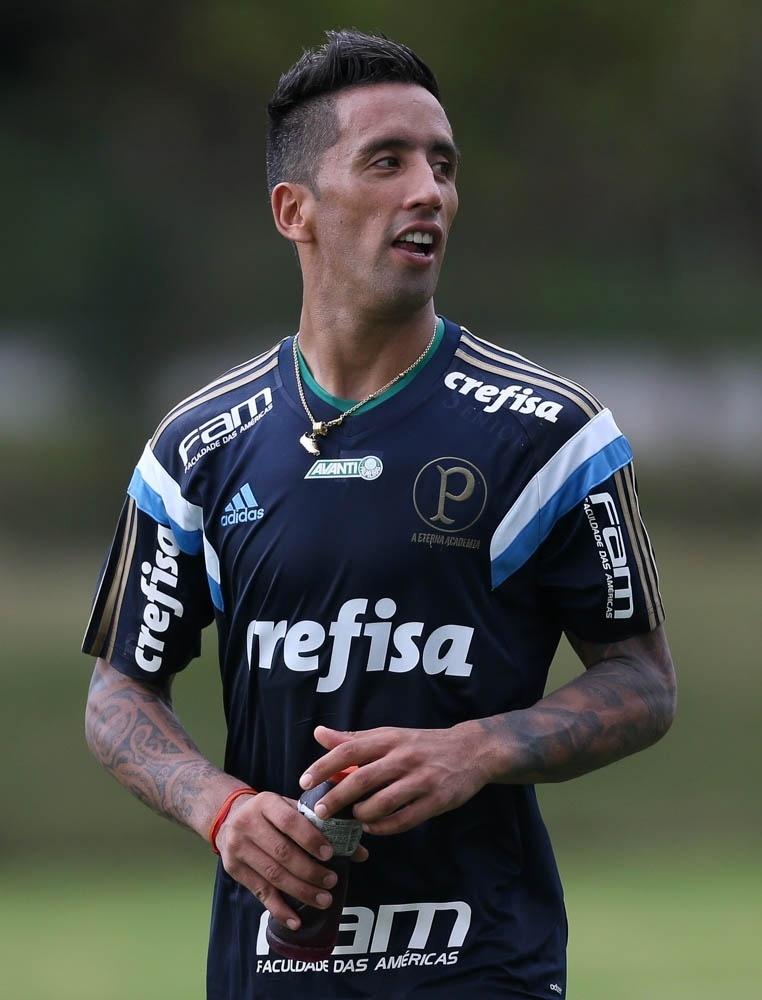 Barrios em ação durante treino do Palmeiras em Atibaia