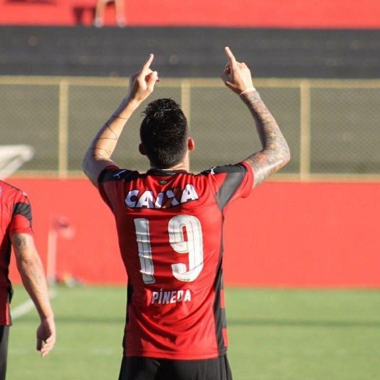 Jean Pineda comemora gol do Vitória sobre a Jacuipense