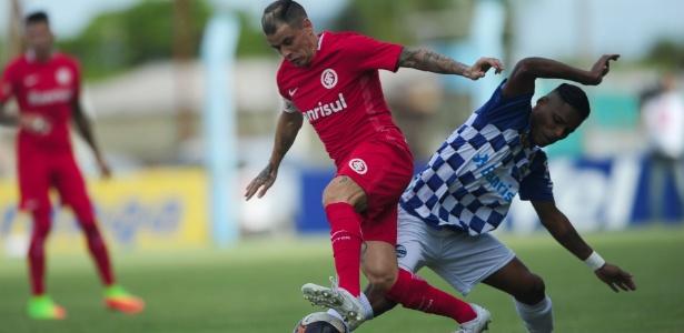 """D""""Alessandro tenta jogada em partida entre Internacional e São José-RS pelo Gauchão - Ricardo Duarte/Inter"""