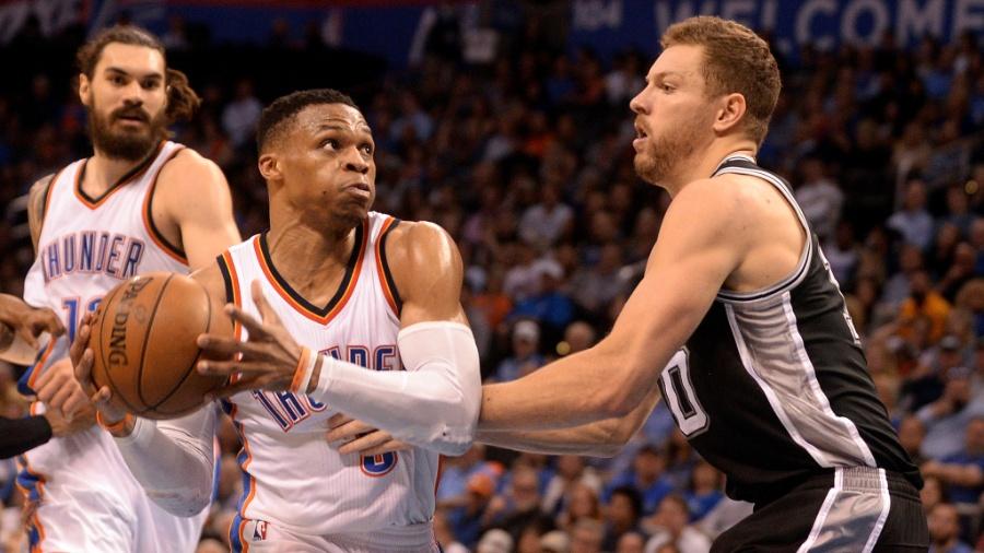 Westbrook encara David Lee em Thunder x Spurs - Mark D. Smith/USA Today Sports