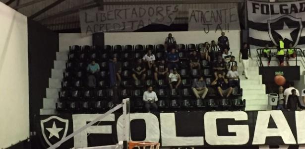 Organizadas se manifestaram até mesmo durante jogo de basquete: reforços no futebol