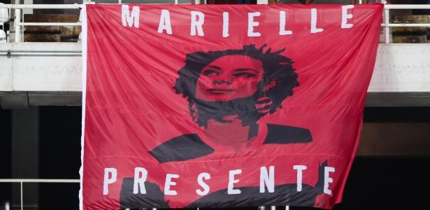 A bandeira confeccionada pelos rubro-negros para a vereadora Marielle Franco