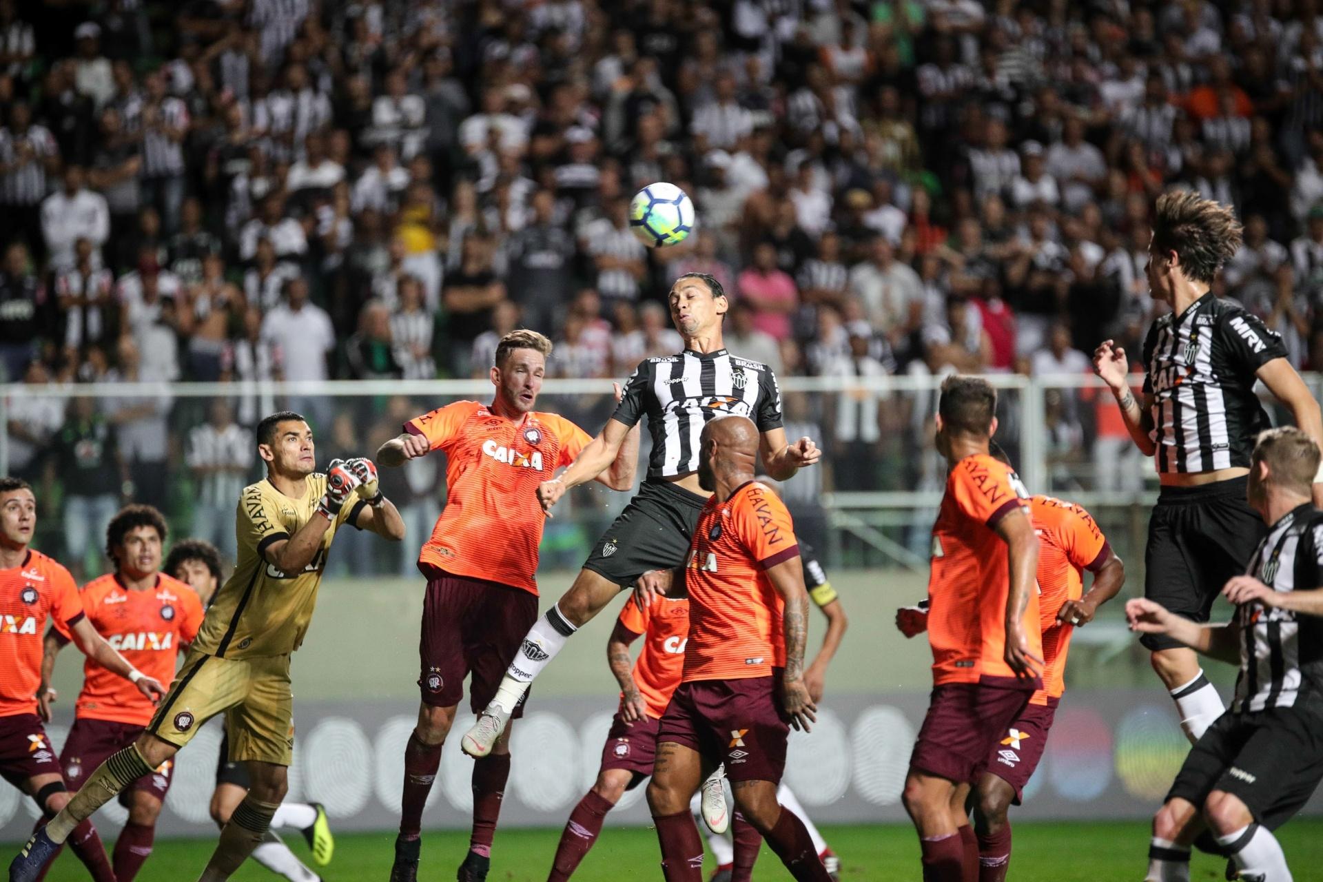 aec5a17df4 Atlético-MG vira contra Atlético-PR