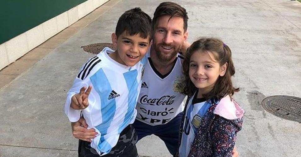 Messi posa com os filhos de Topo e Verónica Brunati