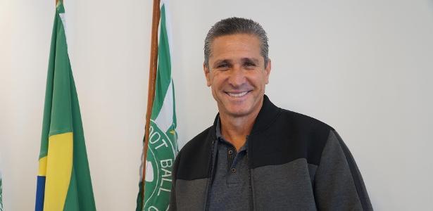 Notícia: Gabriel Vaquer - Jorginho deixa SBT para voltar a ser técnico; TV busca outro comentarista