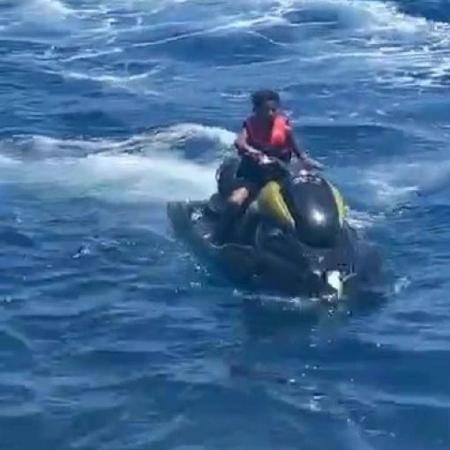 Cristiano Ronaldo Jr. foi filmado pela tia pilotando uma moto aquática - Reprodução/Site/TheSun