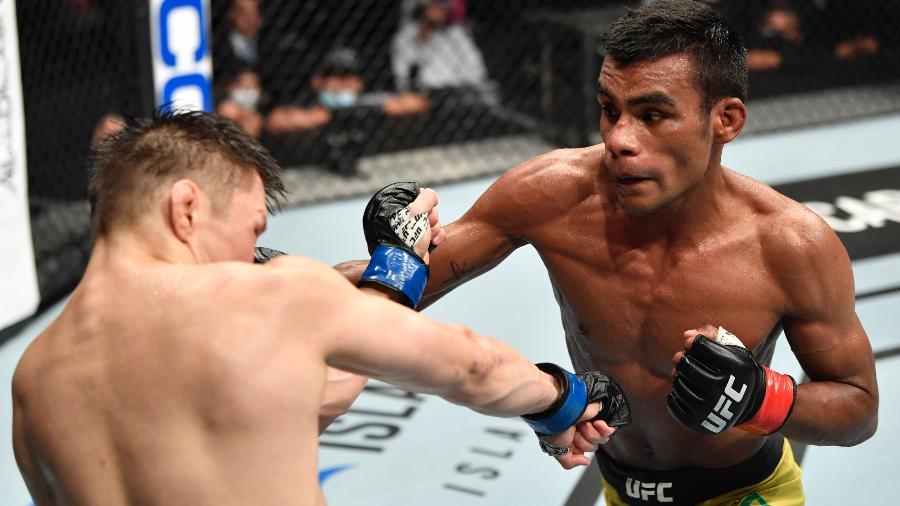 Raulian Paiva derrotou Zhalgas Zhumagulov no UFC 251 - Jeff Bottari/Zuffa LLC