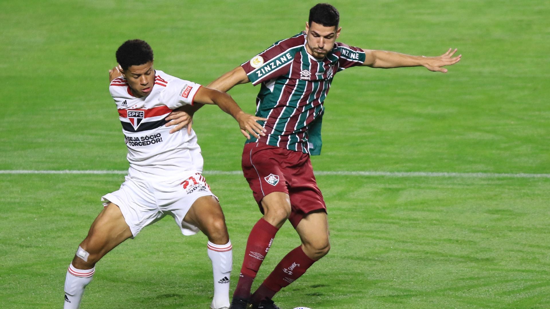 Nino, zagueiro do Fluminense, durante partida contra o São Paulo