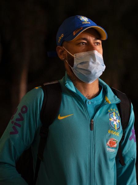 Neymar no desembarque da seleção brasileira em Brasília para o jogo contra a Venezuela - Lucas Figueiredo/CBF
