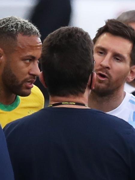 Messi e Neymar durante a paralisação de Brasil x Argentina, pelas Eliminatórias para a Copa do Mundo de 2022 - REUTERS