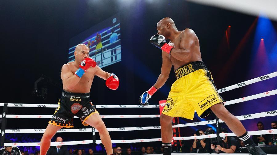 Tito Ortiz e Anderson Silva se enfrentam em luta de boxe - Douglas P. DeFelice/Getty Images