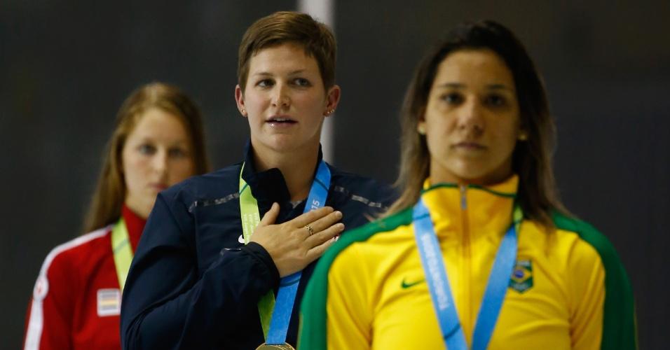 Joanna Maranhão recebe a medalha de bronze um dia depois da prova dos 400m medley. Por causa da desclassificação da canadense Emily Owerholt, brasileira ficou com a terceira posição