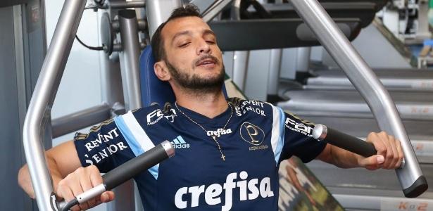 Dracena disputou os dois amistosos do Palmeiras no Uruguai como titular