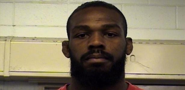 Jones teve carro parado por excesso de velocidade e foi detido na terça-feira - Reprodução/Twitter