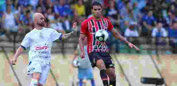 Alan Kardec carrega bola para o SP contra o São Bento - MARCOS BEZERRA/FUTURA PRESS/FUTURA PRESS/ESTADÃO CONTEÚDO - MARCOS BEZERRA/FUTURA PRESS/FUTURA PRESS/ESTADÃO CONTEÚDO
