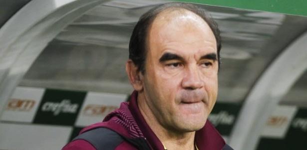 Ricardo Gomes demonstra preocupação com o time no clássico contra o Palmeiras