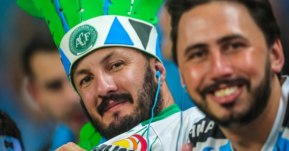 Torcedor gremista presta homenagem à Chapecoense na Arena Grêmio