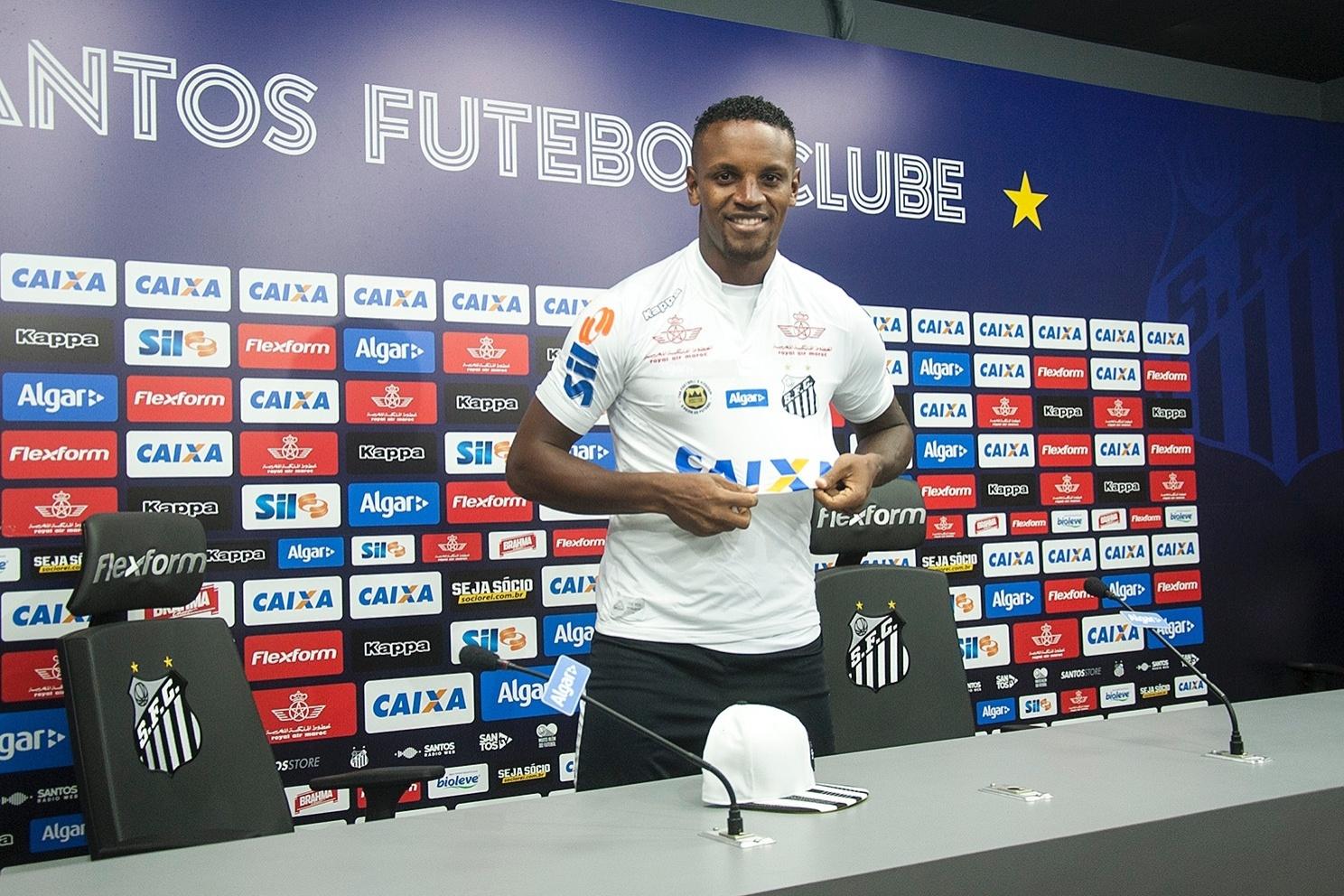 São Paulo e Santos já estão certos sobre Cleber. Só falta zagueiro aceitar  - 31 05 2017 - UOL Esporte 9200daeb03e6a