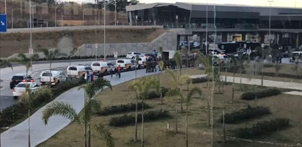 Confusão só não foi maior no desembarque do Atlético-MG pela presença da polícia - Arquivo Pessoal/José Rayner