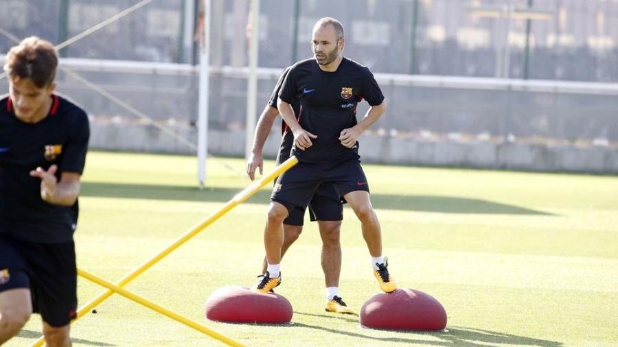 Iniesta treina com elenco do Barça e recebe alta médica  - Miguel Ruiz/Barcelona
