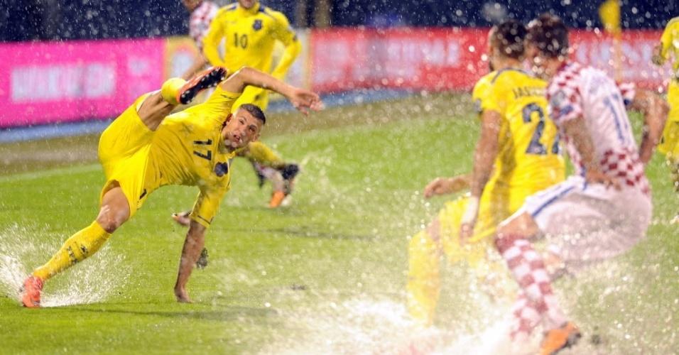 Chuva forte interrompe partida entre Croácia e Kosovo pelas Eliminatórias europeias da Copa do Mundo