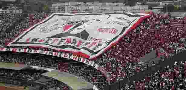 Torcida do São Paulo estende bandeirão com o rosto de Rogério Ceni no clássico contra o Corinthians - Reprodução/Twitter @TeamSaoPaulo - Reprodução/Twitter @TeamSaoPaulo