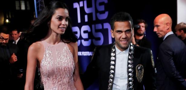 """Daniel Alves disse a Florentino que """"faltou ser convidado"""" para defender o Real - Eddie Keogh/Reuters"""
