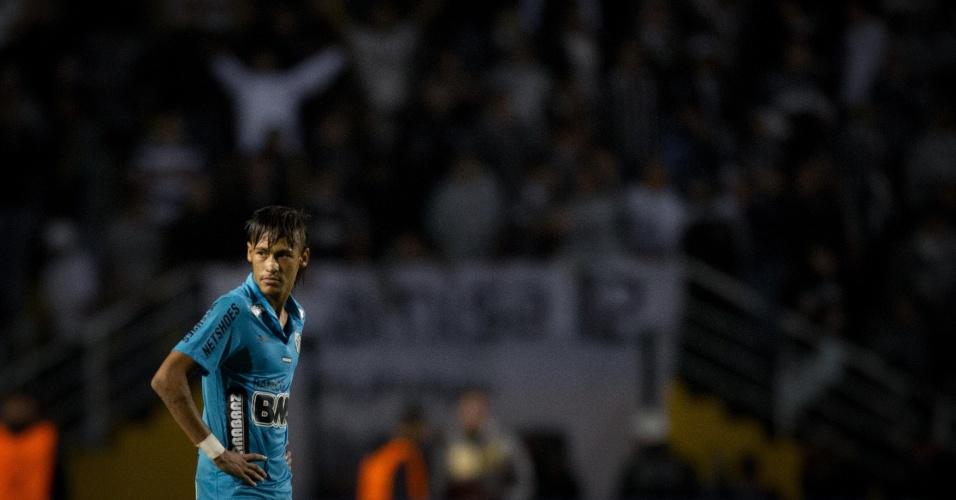 Neymar lamenta eliminação do Santos diante do Corinthians, pela Copa Libertadores de 2012