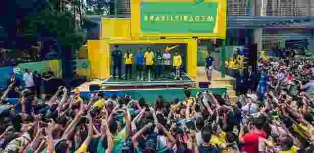 Ronaldinho participa de evento de lançamento da camisa da seleção - Divulgação