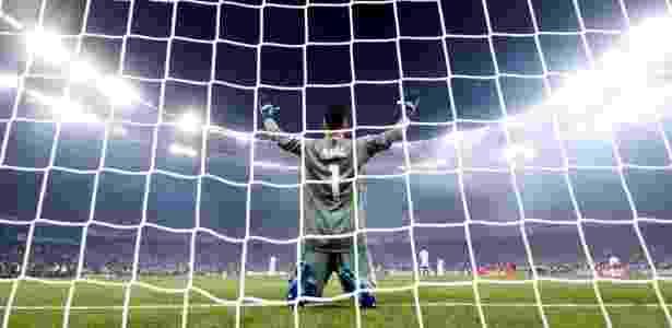 Keylor Navas saiu em defesa do goleiro do Liverpool - Kai Pfaffenbach/Reuters