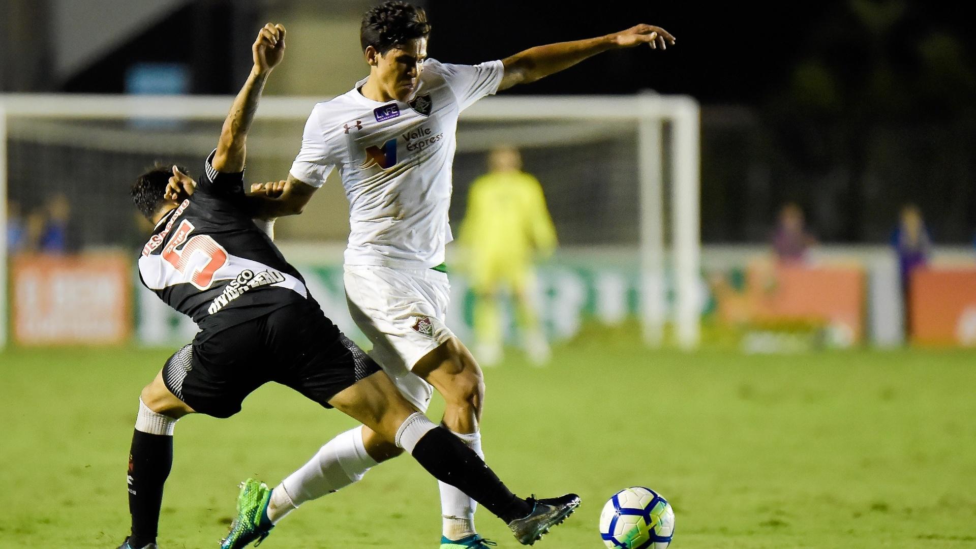Desabato dá combate a Pedro durante Vasco x Fluminense em São Januário