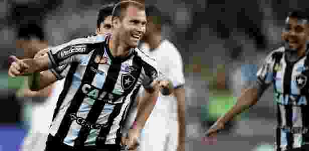 6d2cb41314 Botafogo pega Santos sem capitão Carli  veja provável escalação - 20 ...